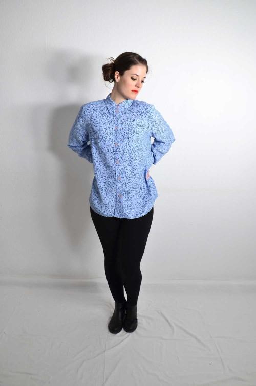 Hellblaue Vintage Bluse mit Punkten
