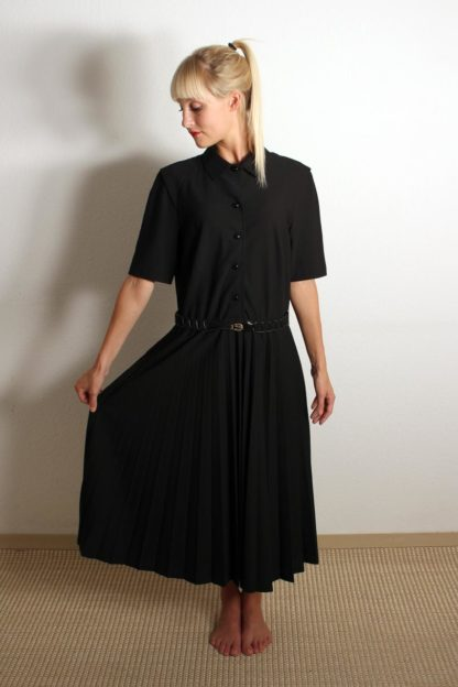 schwarzes-vintage-kleid-kurzarm