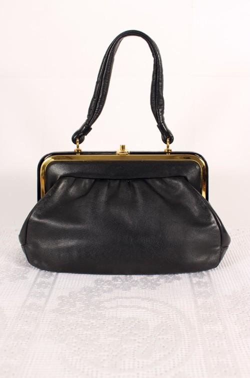 vintage-handtasche-schwarz-goldverschluss