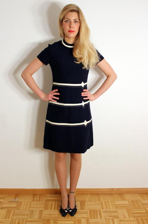 vintage-kleid-blau-weiss-ge