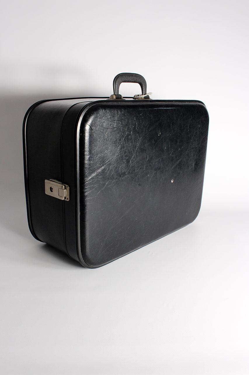 vintage koffer damen die sunhild oma klara. Black Bedroom Furniture Sets. Home Design Ideas
