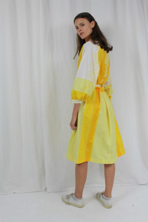 gelb weißes Kleid Maud
