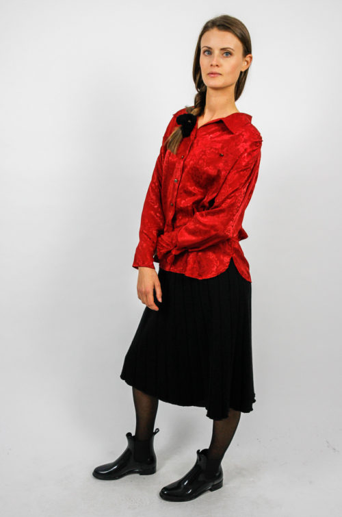 rote bluse blumenmuster