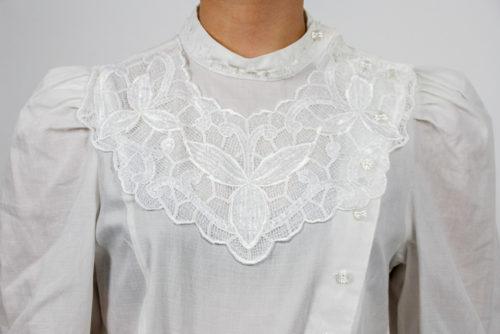 spitzendekoltee bluse weiß