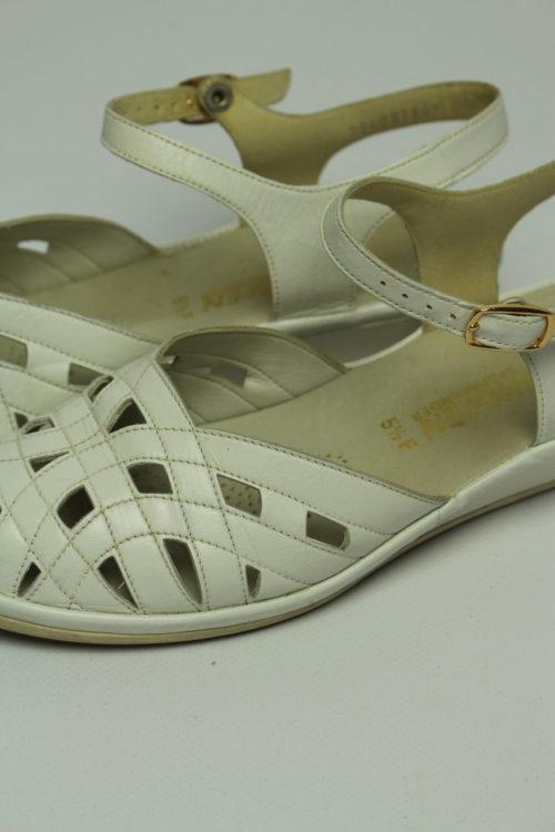 sandalette white trend