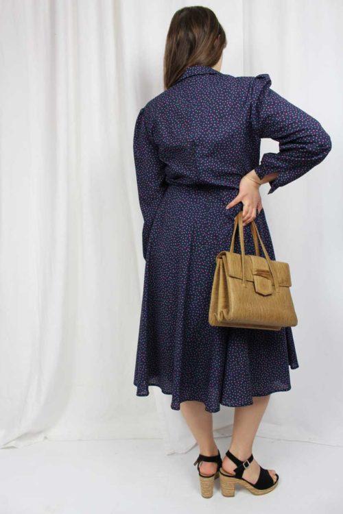Blaues Kleid mit Kastenmuster