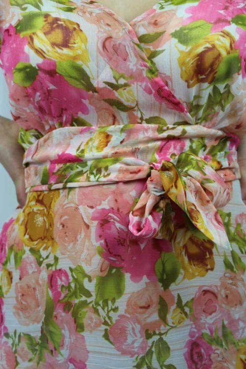 Blumenkleid mit Gürtel