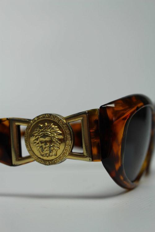Sonnenbrille mit Löwen Emblem