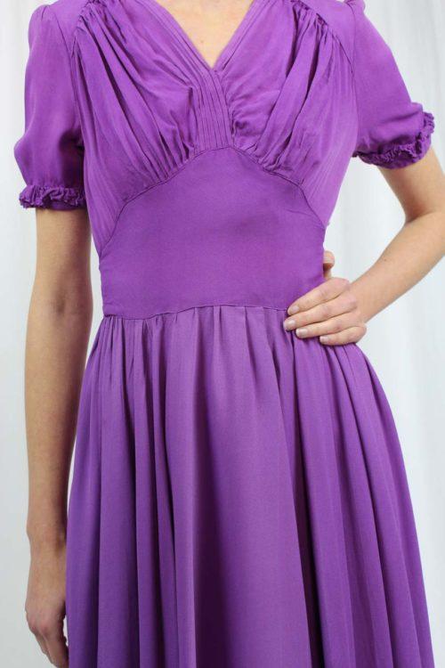 Kleid kurzarm lila mit Rüschen
