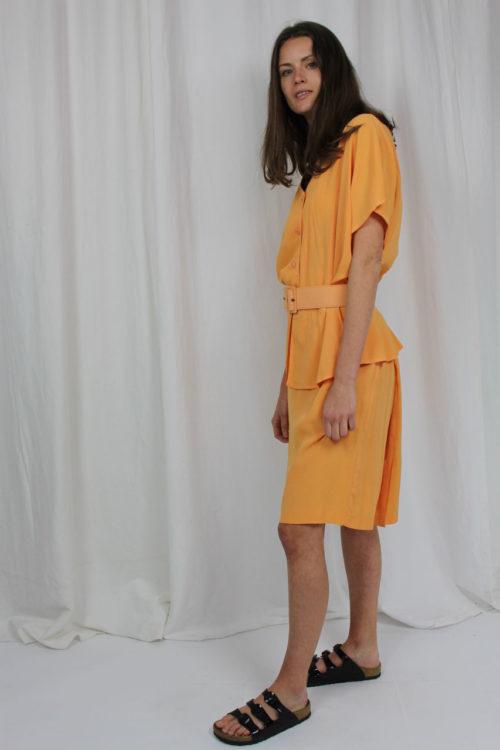 Orangener Zweiteiler