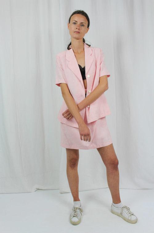 Kurzarmjacke rosa und Minirock