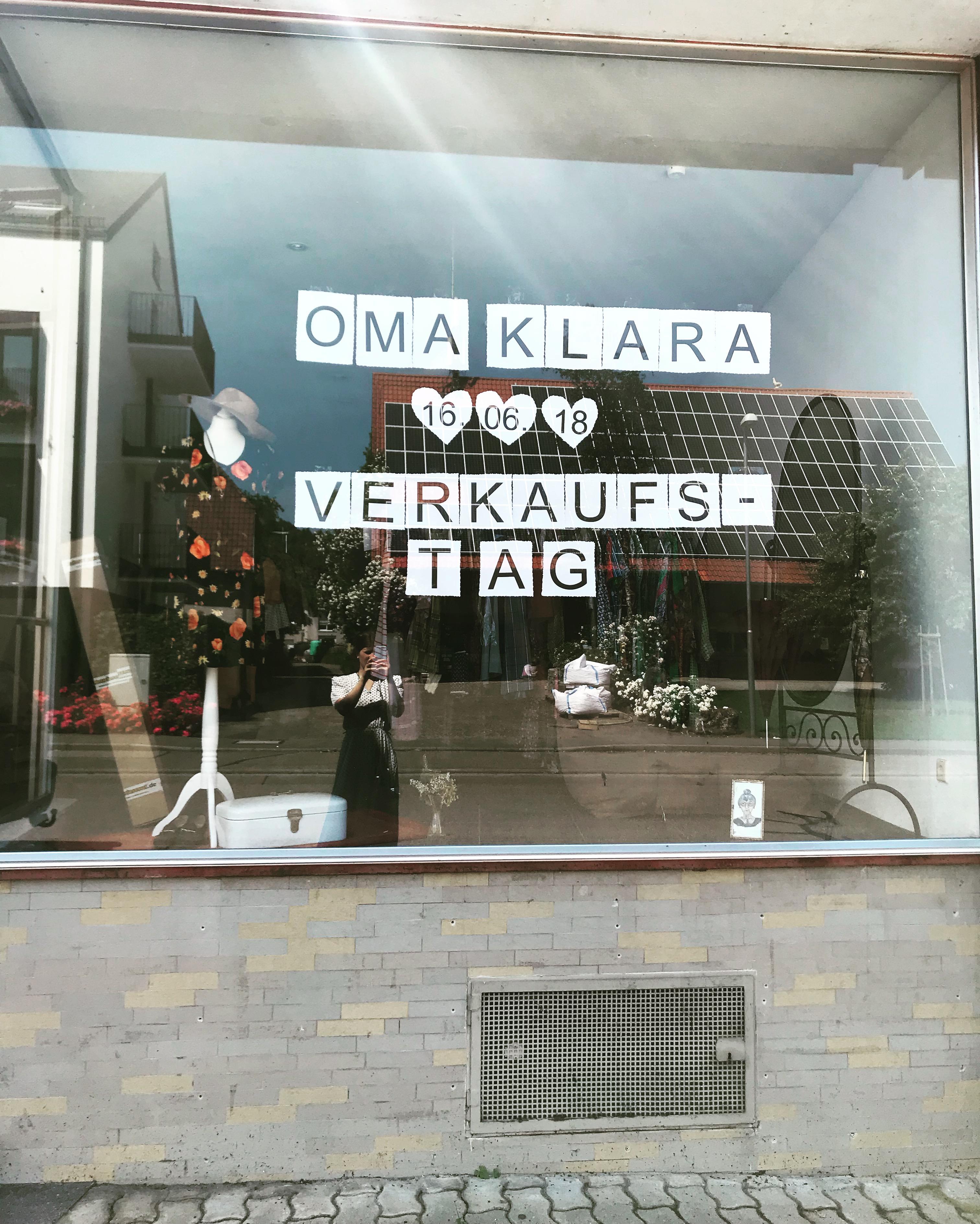 Oma Klara Schaufenster