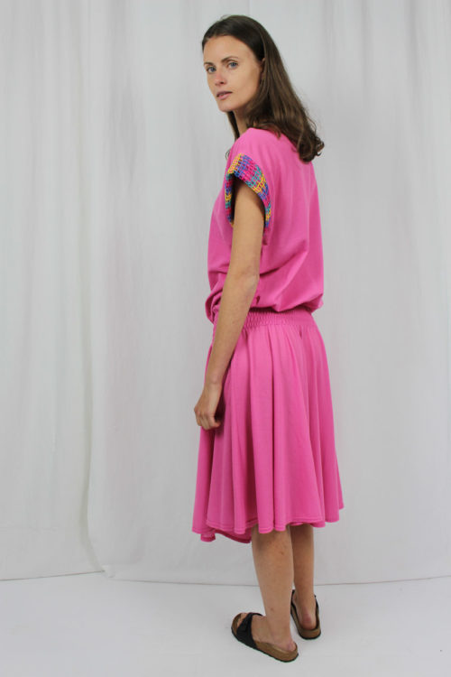 Kleid rosa buntes Lochmuster