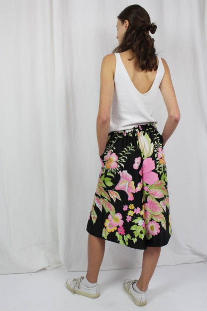 Skirt black flowers
