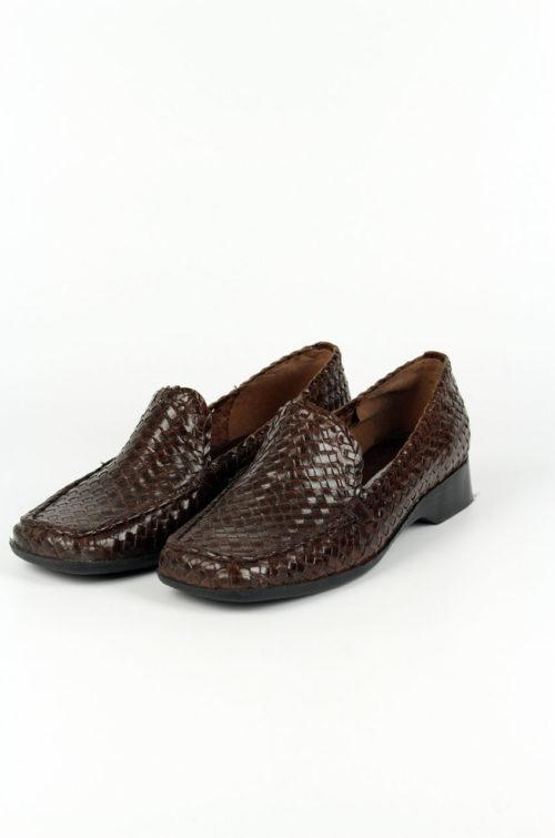 Schuh braun Flechtmuster