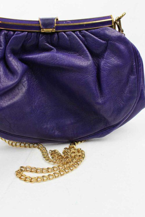 Tasche lila mit Goldkette