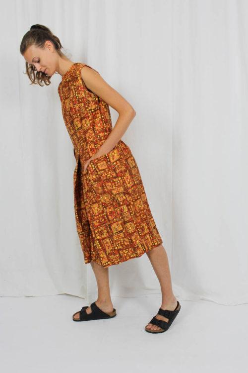 braunes Kleid florales Muster
