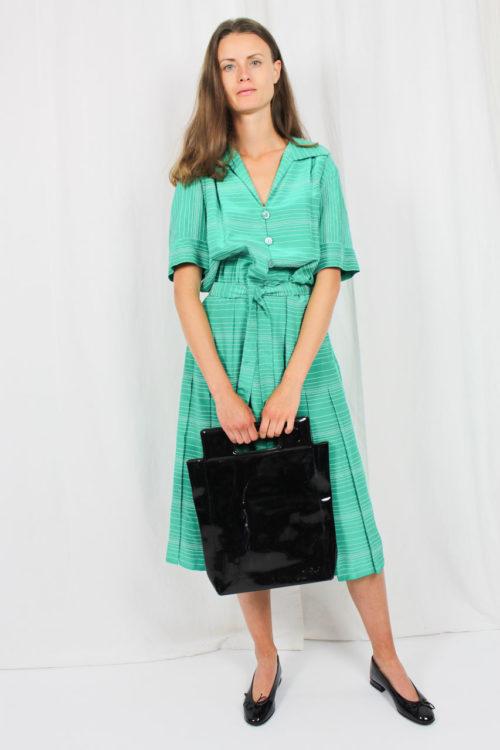 grün weiß gestreiftes Kleid