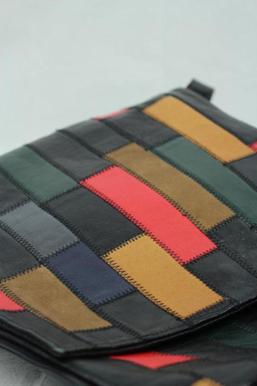 schwarze Tasche bunte Flicken