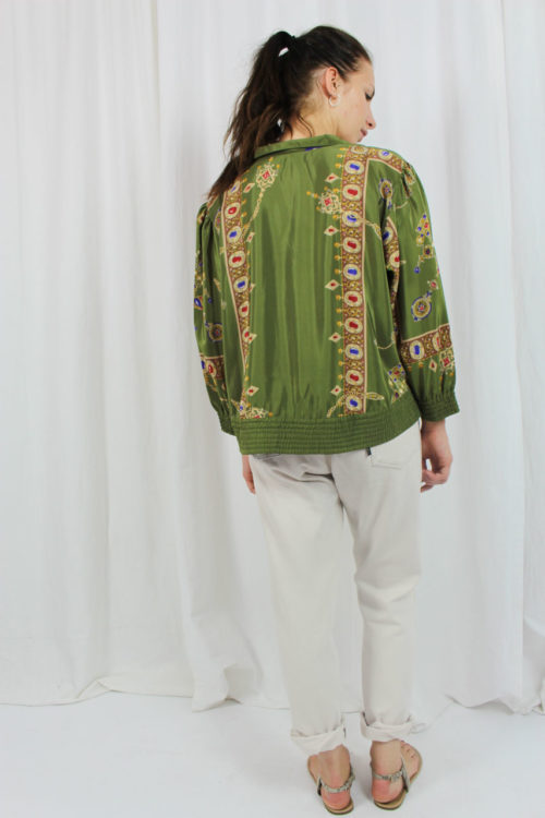 Jacke grün mit buntem Muster