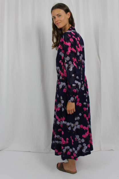blaues Kleid maßgeschneidert