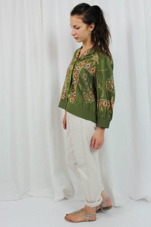 grüne Jacke buntes Muster