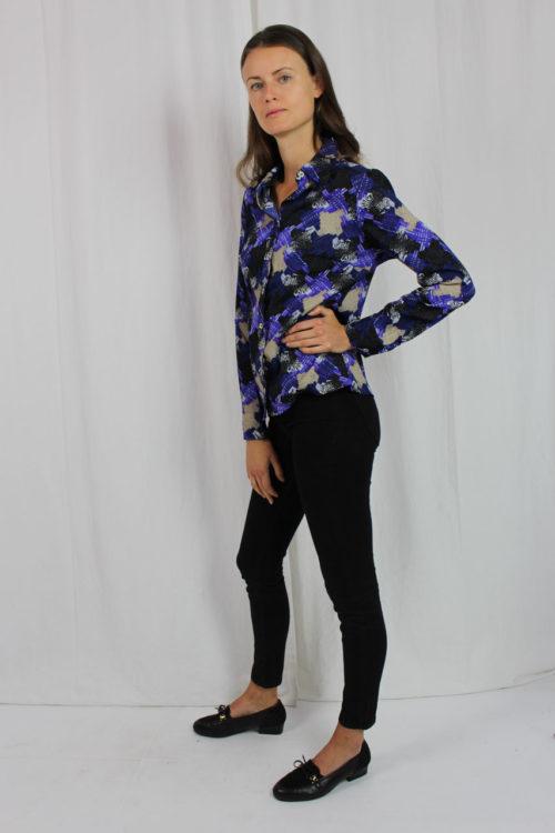 schwarze Bluse lila Muster