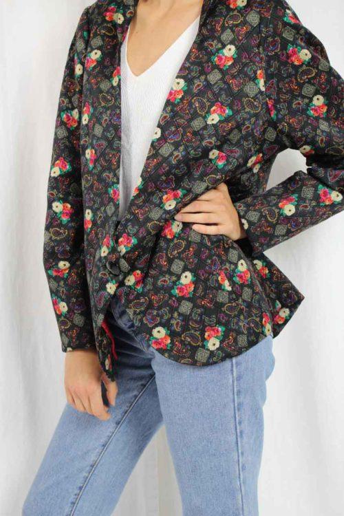 schwarze Jacke mit Muster