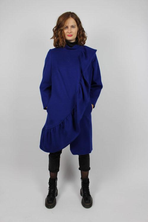 Blauer Wintermantel