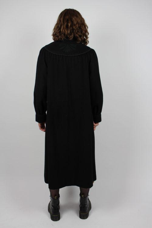 Mantel schwarz mit Schärpe