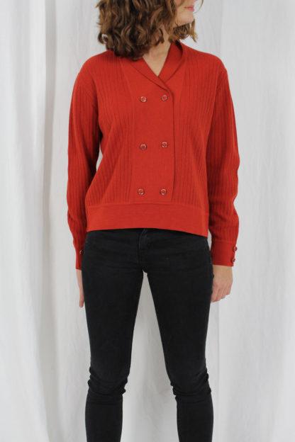 orangener Pullover gestreift