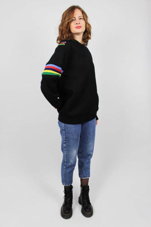 schwarzer Pullover Streifenmuster