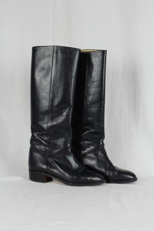 schwarzer Stiefel beiges Innenfutter