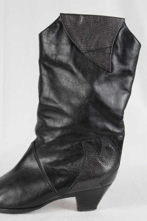 schwarzer Stiefel muster