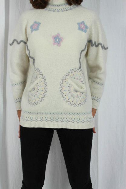 weißer Winterpullover