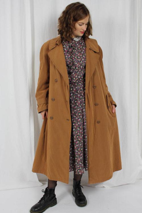 weiter brauner Mantel