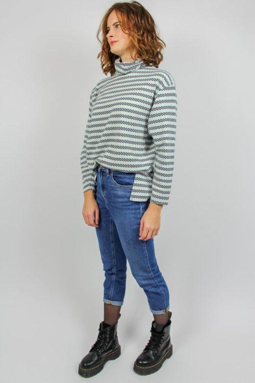 Blau weißer Pullover