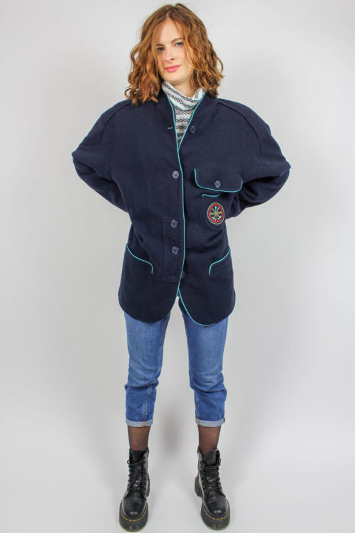 Jacke blau hellblaue Umrandung