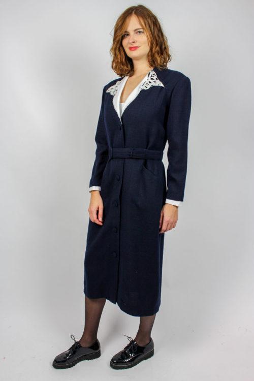 Kleid blau weißer Spitzenkragen