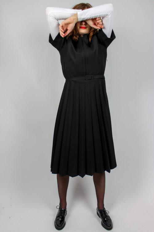 Kleid mit Faltenrock schwarz