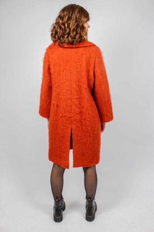 Orangener Mantel
