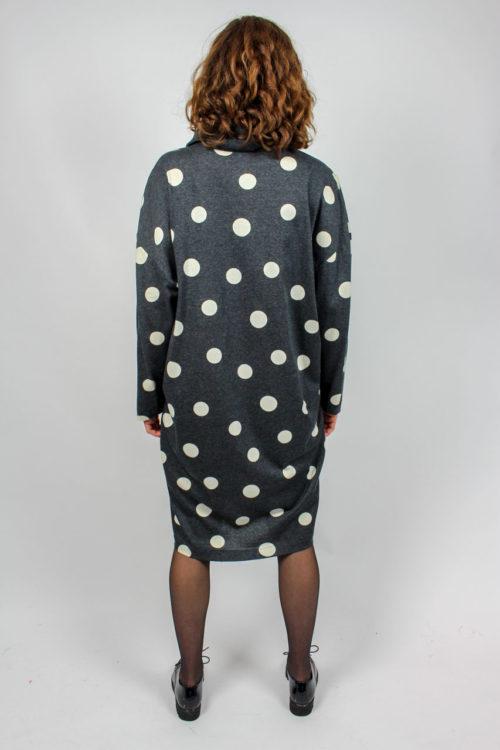 graues Kleid gepunktet