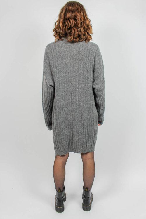graues Pulloverkleid