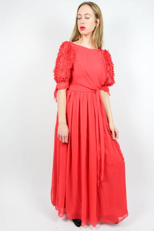 rotes Kleid mit Fransen