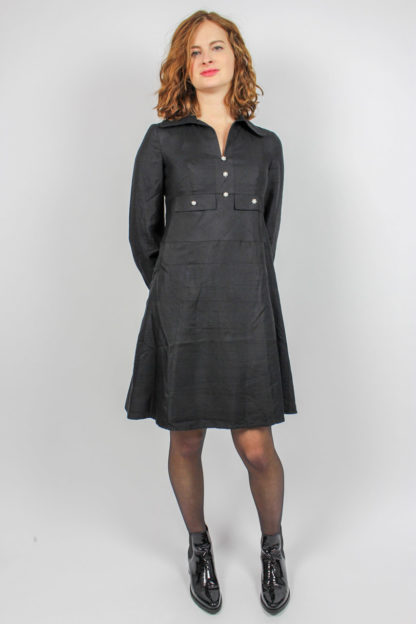schwarzes Kleid V-Ausschnitt