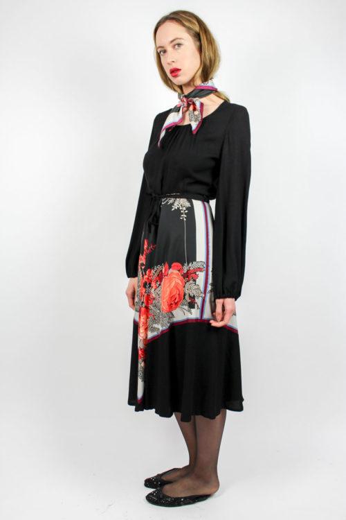schwarzes Kleid langarm