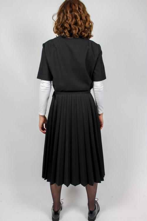schwarzes Kurzarmkleid