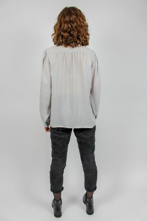 Schluppenbluse grau silber