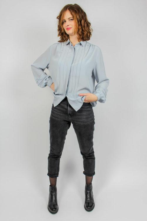 blau graue Bluse