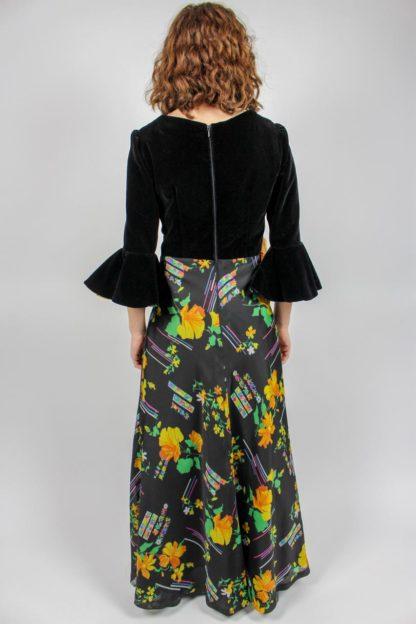 schwarzes Kleid Blumenrock